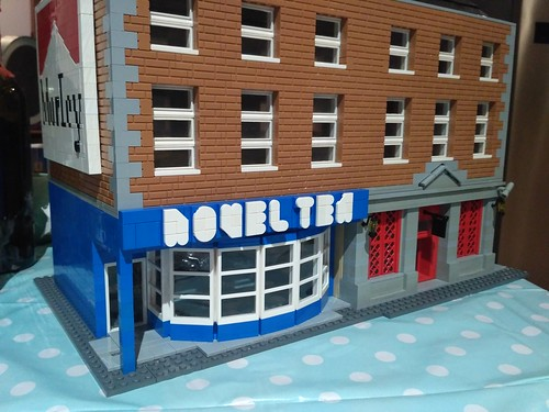 Pub Lego MOC by Tom aka eastawat